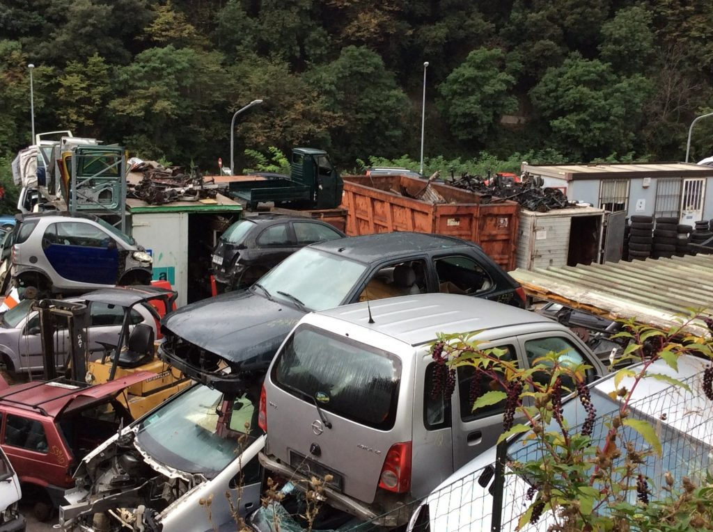 genova voltri demolizioni auto moto
